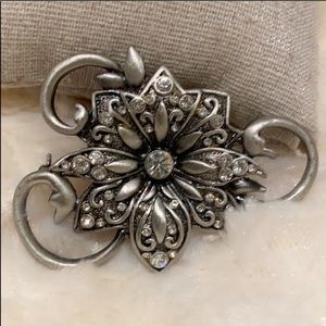 🆕 NWT Large Floral Pewter Broach w/ Crystals!!!